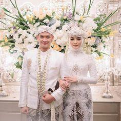 Hijabi Wedding, Wedding Hijab Styles, Kebaya Wedding, Muslimah Wedding Dress, Hijab Wedding Dresses, Hijab Bride, Wedding Poses, Dream Wedding Dresses, Bridesmaid Dresses