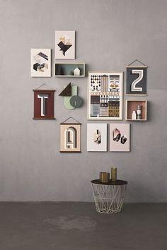 Mur de lettres - Accrochage de tableaux : 20 idées pour organiser ses cadres au mur - CôtéMaison.fr