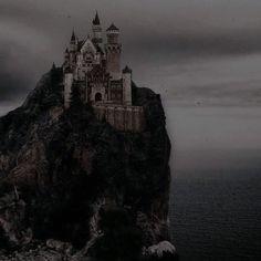 Foto Fantasy, Fantasy World, Dark Fantasy, Dark Castle, Dark Fairytale, Queen Aesthetic, Princess Aesthetic, Arte Obscura, Slytherin Aesthetic