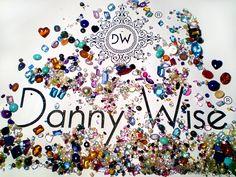 """Danny Wise logo précieux """"2.146 carats"""". Danny Wise et la plus «connu et la marque préférée de« monde du luxe supplémentaire par une clientèle internationale très sophistiquée, qui comprend et aime le mieux. La maison de Haute Couture et de luxe """"a été fondée en 1992 à Milan par NH Danny Wise."""