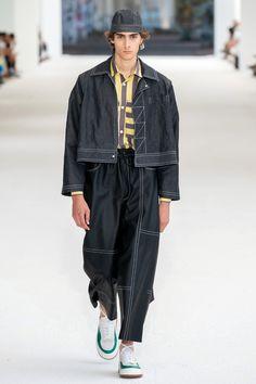 Sunnei Spring 2020 Menswear Fashion Show - Vogue Men's Fashion, Runway Fashion, Fashion Show, Fashion Design, La Mode Masculine, Streetwear Fashion, Vintage Men, Spring, Street Wear