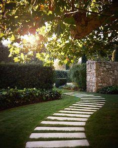 20 inexpensive garden path design for everyone w / - Garten - Formal Gardens, Outdoor Gardens, Path Design, Garden Cottage, Garden Landscape Design, Garden Care, Back Gardens, Small Gardens, Garden Planning