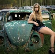 New Cars girl 2019 Cox la Coccinelle sexy Carros Vintage, Carros Vw, Kdf Wagen, Chevy, Hot Vw, Bus Girl, Girly Car, Vw Vintage, Vw Cars