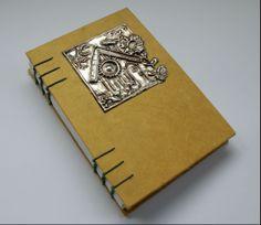 Juliette. Libro en blanco, costura copta y estaño repujado. Book Binding, Scribble, Book Design, Notebooks, Journals, Book Art, Notes, Etsy, Paper