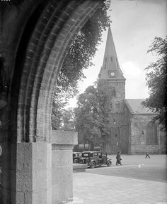 Oude kerk op de oude markt Enschede vanuit de Jacobuskerk. 1930 Nederland.