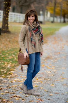 Stylish and comfortable booties-winter fashion cachecol, roupa outono, roup Black Casual Outfits, Simple Fall Outfits, Fall Winter Outfits, Autumn Winter Fashion, Cyndi Spivey, Outfits Mujer, Woman Outfits, Autumn Clothes, Winter Mode