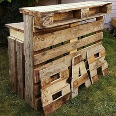 Amazing DIY Pallet Wood Ideas and Projects woodbar - Ellise M.Amazing DIY Pallet Wood Ideas and Projects woodbar - DIY Ideas Pallet Wood Projects How do I create a DIY pallet bar? Wooden Pallet Bar, Wooden Pallet Furniture, Diy Pallet Bar, Bar Furniture, Pallet Bar Stools, Outdoor Pallet, Cheap Furniture, Pallet Diy Easy, Pallet Party Ideas