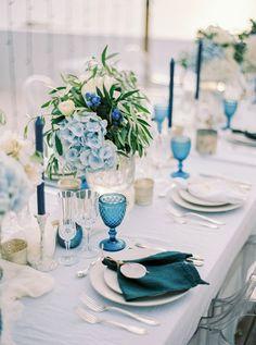 Beach Table Settings, Outdoor Table Settings, Wedding Place Settings, Blue Wedding, Wedding Colors, Elegant Wedding Themes, Wedding Ideas, Blue Party, Impreza