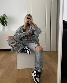 Skater Girl Outfits, Tomboy Outfits, Tomboy Fashion, Casual Fall Outfits, Mode Outfits, Retro Outfits, Streetwear Fashion, Trendy Outfits, Fashion Outfits