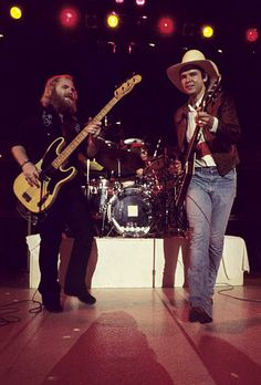 ZZ Top in Concert at the Chattanooga Municipal Auditorium - circa October 1973 Rock N Roll Music, Rock And Roll, Zz Top Billy Gibbons, Frank Beard, My Ex Girlfriend, Best Guitar Players, Jazz Musicians, Rhythm And Blues, Rock Legends
