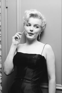 """Marilyn Monroe photographed in 1956 at her home in Los Angeles """""""