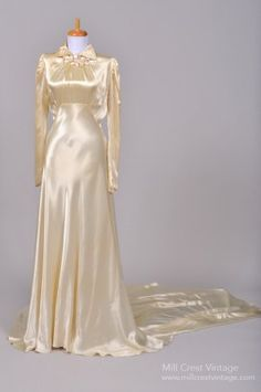Designed in the this unbelievable formal vintage wedding gown is done in the most luxurious champagne toned silk satin. The bodice features vertical ru. Antique Wedding Dresses, Vintage Gowns, Mode Vintage, Vintage Bridal, Vintage Outfits, Vintage Clothing, Vintage Champagne, Vintage Style, Moda Fashion