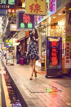 Campanha Coleção Hong Kong Primavera/Verão 2016 SS16 China. Vestido de festa curto preto, floral, renda