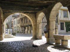 Village Médiéval de Noyers-sur-Serein   Site officiel du tourisme en Bourgogne