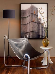 Love the chair & its pairing with the art, pottery, and unique little table................! Geoffrey De Sousa