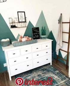 Zo match je dit vloedkleed met vintage look in jouw interieur! - b è b è - Kinderzimmer Baby Boy Rooms, Baby Bedroom, Baby Room Decor, Nursery Room, Bedroom Decor, Nursery Ideas, Room Ideas, Kids Bedroom Paint, Project Nursery