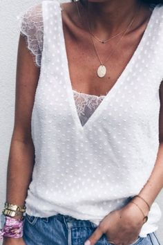 Casual V-Neck Lace Patchwork Short-Sleeved T-Shirt Fashion Mode, Love Fashion, Fashion Outfits, Womens Fashion, Fashion Design, Mode Hippie, Bohemian Mode, Zara Tops, Diy Vetement
