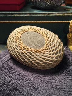 knotless netting on stone