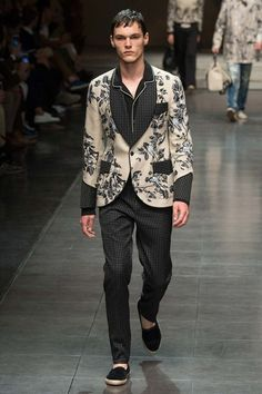 Dolce & Gabbana Spring 2016 Menswear Fashion Show - Ivan Dolce & Gabbana, Men Fashion Show, Fashion Brands, Mens Fashion, Looks Style, Models, Mode Style, Vogue Paris, Look Cool
