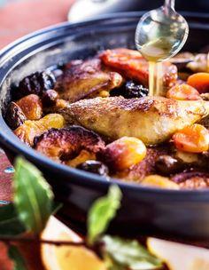 Marokkolainen kanatagine, resepti – Ruoka.fi Joko, Couscous, Paella, Curry, Chicken, Meat, Ethnic Recipes, Beef, Kalay