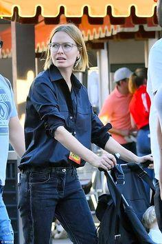 Lara has completely revolutionised her style since marrying Sam. Love Her Style, Style Me, Marta Ortega, Lara Worthington, Street Chic, Street Style, Girl Fashion Style, Nordic Style, Stylish Girl