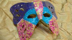 Máscara de carnaval veneciana con técnica decoupage