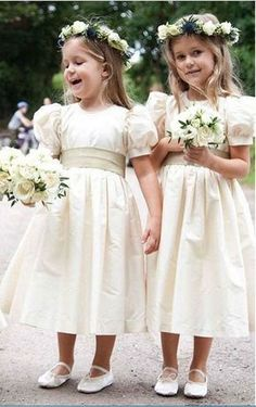 Buy Vintage Juliet Sleeves Tea Length Round Neck Flower Girl Dresses, Little Dresses at PromDress.Don't forget about the littlest members of your bridal party! Shop flower girl dresses and junior bridesmaid dresses to fit your style. Vintage Flower Girls, Cute Flower Girl Dresses, Lace Flower Girls, Little Dresses, Winter Flower Girl, Bohemian Flower Girl Dress, Flower Girl Bouquet, Flower Girl Shoes, Tulle Ball Gown