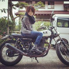 刻まれる思い出。 削り落とす錆。 変わらない音。 戻らない色。 戻れない過去。 それでも。  #250TR #カワサキ #Kawasaki #Motorcycle #バイク #バイク女子 #オートバイ #カワサキ #Maxfritz