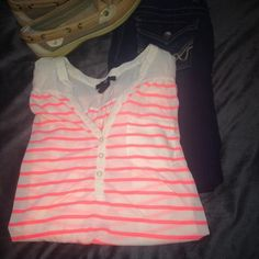 H&M top. NWOT never been worn- brand new without tags. good condition. Jeans and shoes not included. {no trades} {ships within 24 hours of purchase} {accepts offers if price is not firm} {pet and smoke free home} H&M Tops