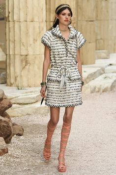 Chanel | Cruise 2018 | Look 36