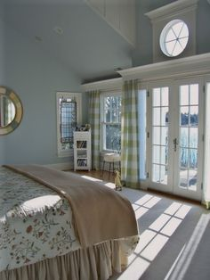 transom window and crown moulding detail for a master with vaulted ceiling