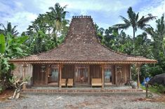 Traditional Architecture Traditional House of Java — Steemit Art Deco Hotel, Miami Art Deco, Roof Design, House Design, Indonesian House, Bali Architecture, Surf House, Bamboo House, Architectural Features