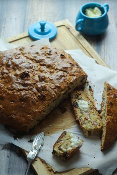 Savory Irish Soda Bread - Just 15 minutes prep and 1 hour in the oven (no waiting for it to rise!)