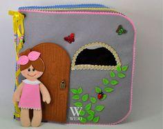 Casa de muñecas libro tranquila / 12 páginas / fieltro libro tranquila / ocupado libro / hecho a mano / juguete/personalizado de viajes disponibilidad libro / hecho por encargo