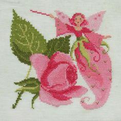 Petite fée de sylvie teytaud :  fée des roses