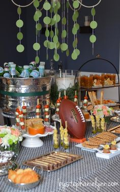 Ideas to Host Your Own Pasta Bar - Buffet Party Menu - bystephanielynn Ball Decorations, Food Decoration, Chocolate Footballs, Snack Jars, Italian Party, Italian Night, Green Tablecloth, Ornaments Image, Pasta Bar