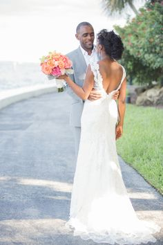 A beautiful summer wedding: http://www.stylemepretty.com/little-black-book-blog/2014/06/18/modern-miami-waterfront-wedding/ | Photography: 13:13 - http://1313photography.com/