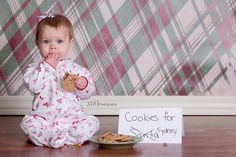 christmas baby photography ideas | christmas cookies with baby | Christmas photo ideas