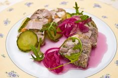 Dobrou tlačenku si uvaříte za pár korun - Novinky.cz Chili, Steak, Beef, Ethnic Recipes, Food, Meat, Meal, Chile, Chilis