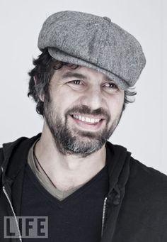 tweed cap (Mark Ruffalo)