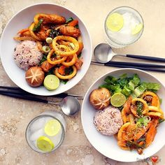 Happy hump day🐫!!! Korean squid stir fried. 🌶🍲❤️Love it. (👉🏼This recipe in my blog.naver.com/daisyusa64)  오른쪽것이 제것!! 왜냐면 샐러드식으로 야채 많이 ㅎㅎ 😋😋 여기는 수요일 한국은 목요일. 조금만 다 참으면 주말입니다!!! 오늘도 즐거운 하루 되세요.