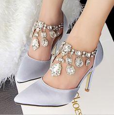 Spitzschuh Stil Schnalle Strass Schwarz Damen Schuhe Source by Kat_walger No related posts. Fancy Shoes, Me Too Shoes, Buy Shoes, Bridal Shoes, Wedding Shoes, Boho Wedding, Women's Shoes Sandals, Shoe Boots, Rhinestone Shoes