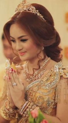 Cambodian Wedding - gold, love the hair Cambodian Wedding Dress, Khmer Wedding, Wedding Gold, Girly Hairstyles, Wedding Hairstyles, Faded Hair, Long Hair Wedding Styles, Royal Brides, Traditional Dresses