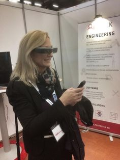 Flott dag på #otd2014 @CecilieDahl tester 3D teknologi hos @PDSProtek og @jorgenknuds1glimrende arr @OffshoreMedia