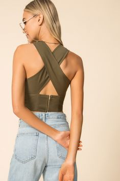 Crop Top Styles, Backless Top, Cropped Tops, Classy Outfits, Cute Outfits, Trendy Outfits, Diy Crop Top, Crop Top Pattern, Mode Top