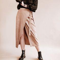 """sewing patterns on Instagram: """"Ready to go💫 English below ⤵️ La jupe qui se porte en hiver comme en été 🤩 Je porte KATYA en suédine sur la photo😉, j'ai également une…"""" Comme, Midi Skirt, Ballet Skirt, English, Couture, Skirts, Instagram, Fashion, Boss"""