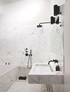 Du marbre du sol au plafond dans la salle de bains - 12 grandes salles de bains zen - CôtéMaison.fr