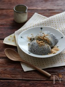 Sesame (Bavarian) Bavarois: Black Sesame Recipes That Prove These Seeds Are For More Than Just Bagels Easy Sweets, Healthy Sweets, Sweets Recipes, Japanese Dishes, Japanese Sweets, Sesame Recipes, Healthy Japanese Recipes, Food Flatlay, Healthy Plate