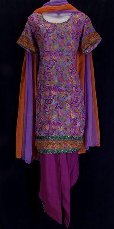 Vibrant jacquard button-cuff salwar kameez (L)