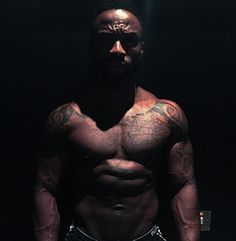 geophilworld: Iyanya shares new shirtless picture.